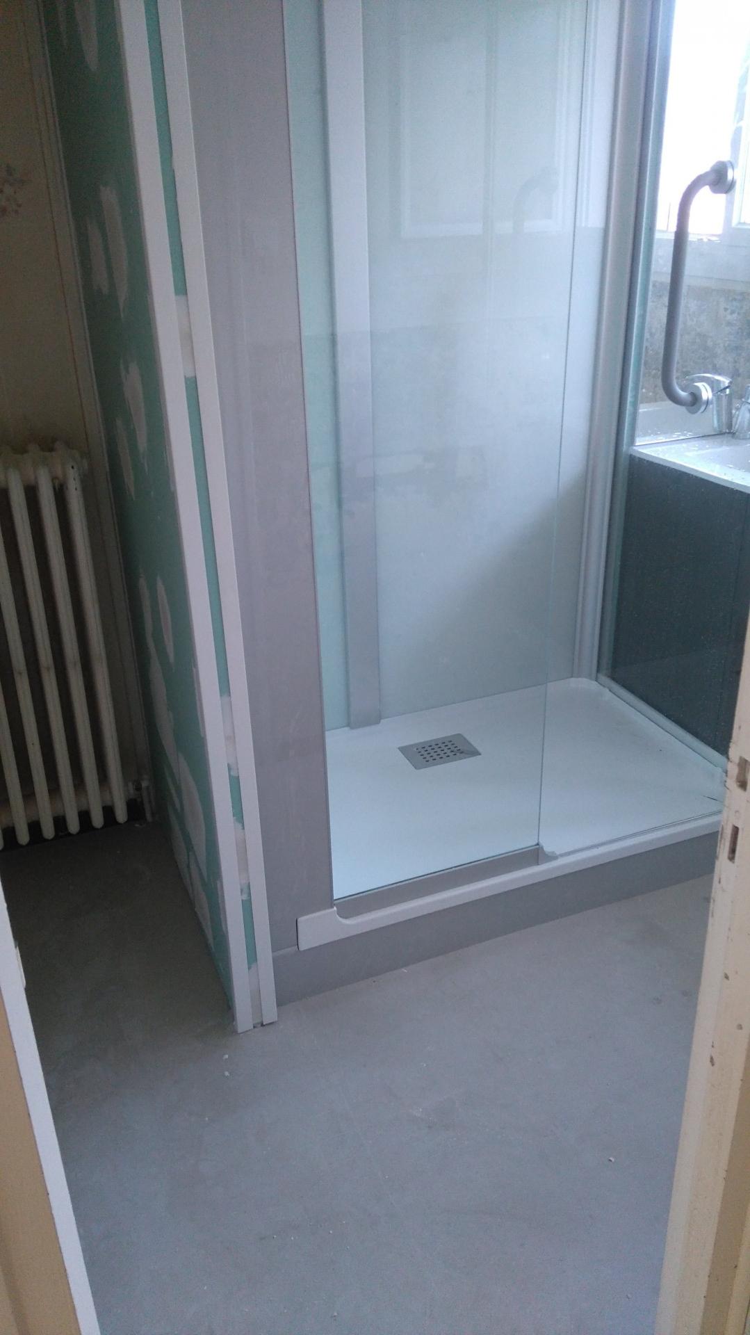 Installation d'une cabine de douche kinedo + meuble vasque.