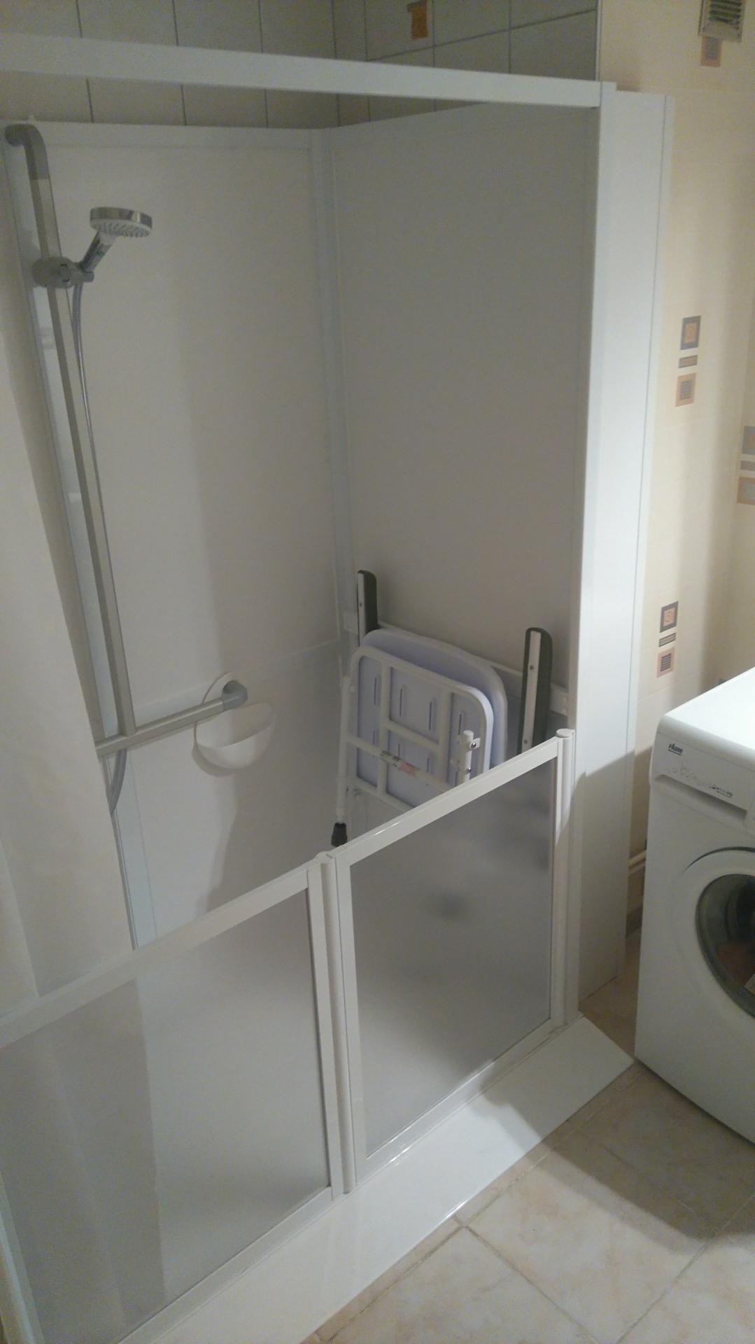 Installation d'une cabine de douche sécurisée IDHRA.